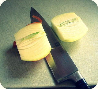 Cutting an Onion_Half