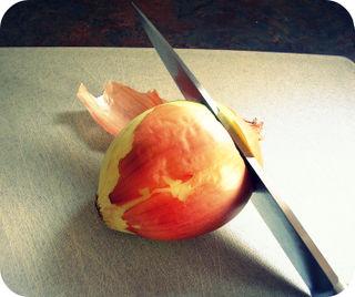 Cutting an Onion_Onion