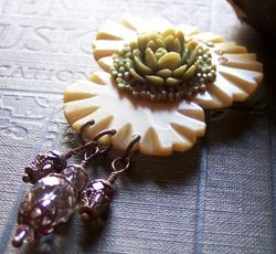 Victorian bakelite antique rose brooch4