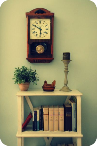 Living_room_vintage_clock_and_chicken