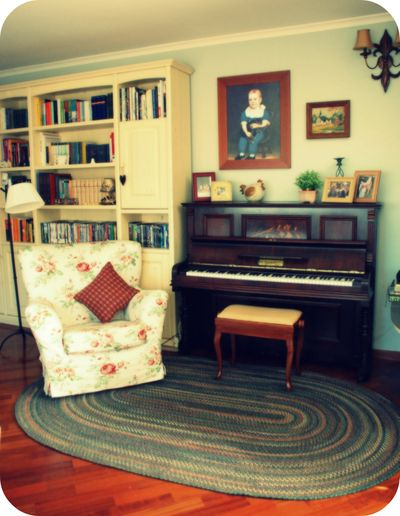 Living_room_piano3