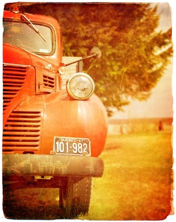 ChampagnePhotography_RedTruck