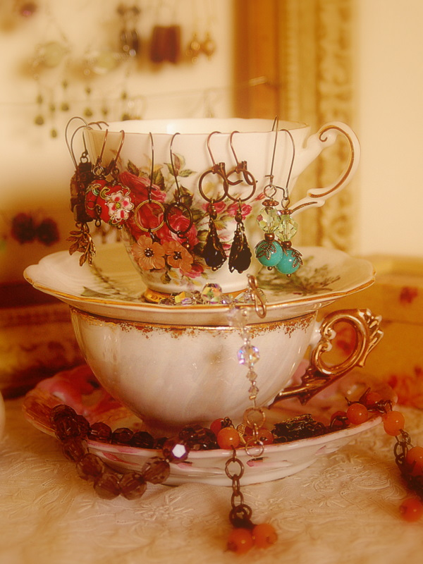 Vintage Indie: Vintage Style Organizing: Creative Ideas for Displaying and  Organizing Your Jewelry Collection