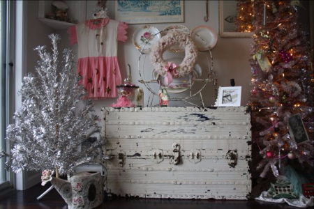 Vintage Trunk Christmas Decorations Home Tour