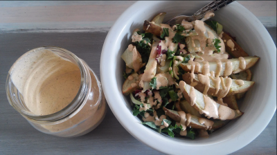Vegan Garlic Sriracha Ranch Salad Dressing