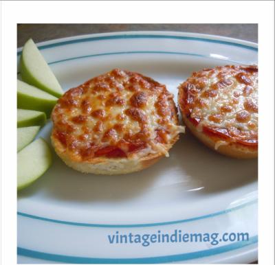 Pizza Bagels Vintage Indie