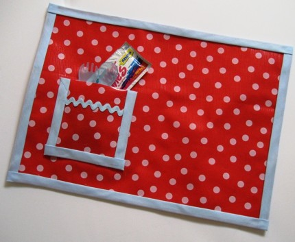Oilcloth_placemat_girl_land