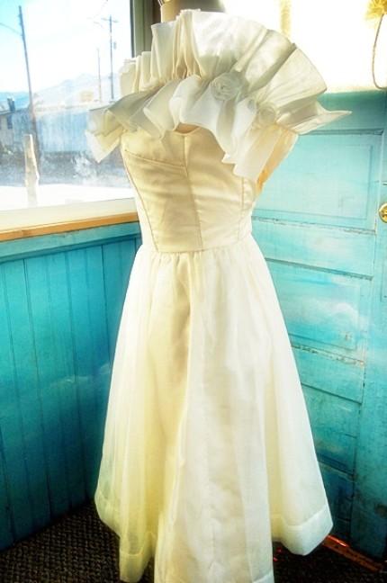 Vintage Indie Today 39 S Vintage Wedding Gown Recycle